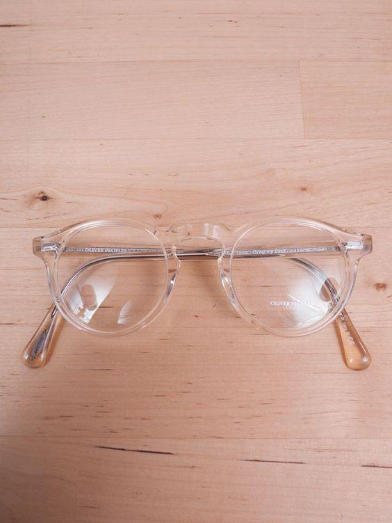 óculos com armação transparente