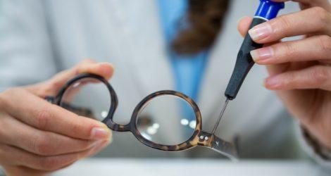 ajuste de oculos de acetato